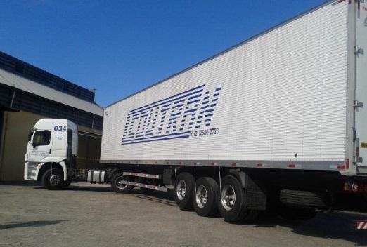 Caminhão da Coutrans transportes