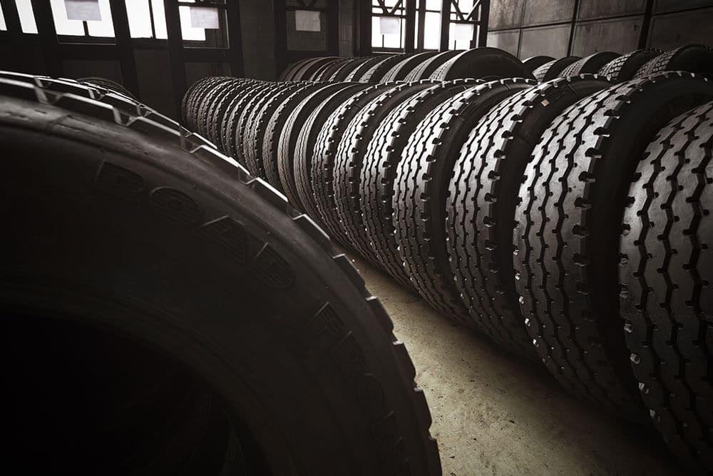 pneu-remold-ou-remoldados.jpg